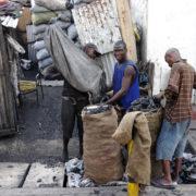 Kenya, Mombasa, Distribution du charbon de bois