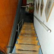 Le Corbusier, La maison radieuse de Rezé, L'appartement: l'escalier vu du niveau haut