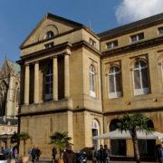 Le marché couvert, ancien  palais des évêques.