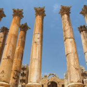 Les hautes colonnes corinthiennes du temple d'Artémis