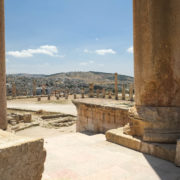 vue sur une partie de la ville moderne depuis le temple d'Artémis