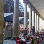 Barcelone, quartier des Remblas, Le marché de la Boqueria, les arcades