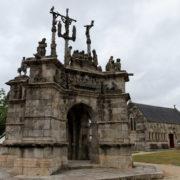Calvaire monumental construit entre 1555 et 1660