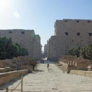Karnak - Le Dromos et le 1er pylone