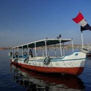 Les bateaux qui emmenent les touristes sur l'ile de Philae