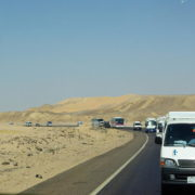 Convoi traversant le desert