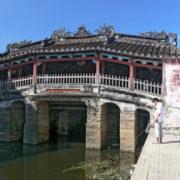 Le pont couvert japonais construit en 1593
