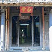 A l´extérieur d´une maison traditionnelle vietnamienne